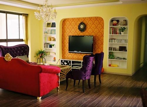 红砖砌成的电视背景墙有一种做旧的感觉,另外原始的墙面也节省了装修
